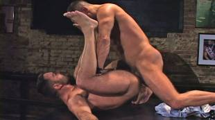 muscle-guys-edu-boxer-and-manu-maltes-flip_fuck-at-the-eagle