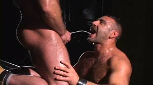 muscular-pornstars-edu-boxer-and-manu-maltes-piss-at-the-bar