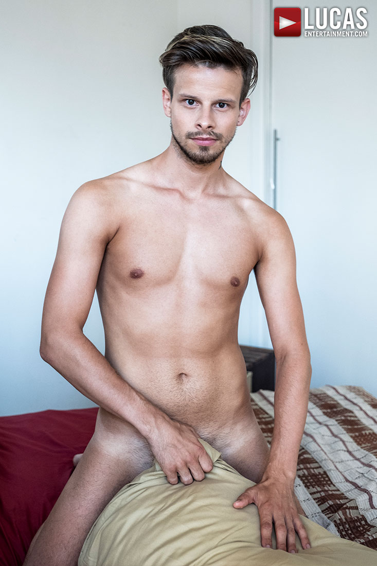 Maxx Gun - Gay Model - Lucas Entertainment