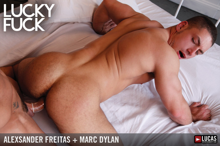 Muscle-Bottom Marc Dylan Worships Alexsander Freitas