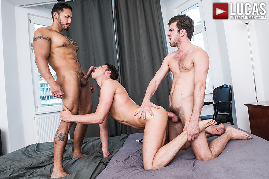 Letterio Amadeo And James Castle Double-Team Ashton Summers - Gay Movies - Lucas Entertainment