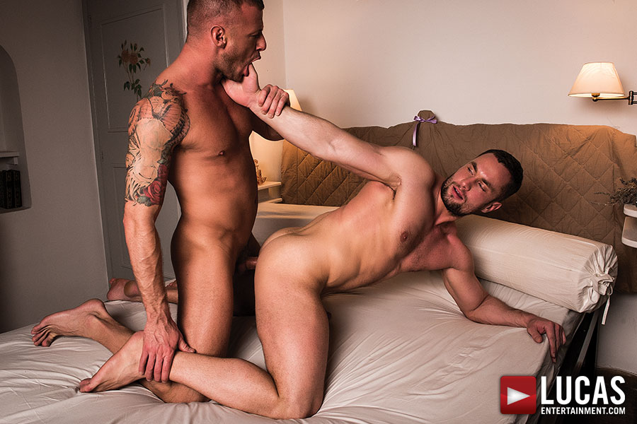 Logan Rogue Bottoms Bareback For Stas Landon - Gay Movies - Lucas Entertainment