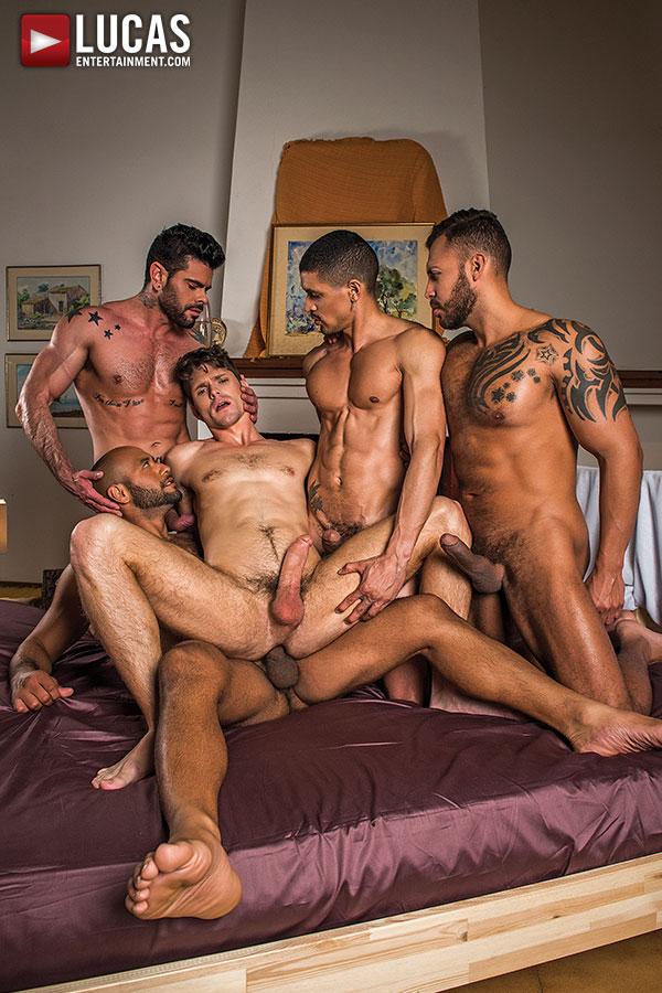 porno fotky gay gangbangů