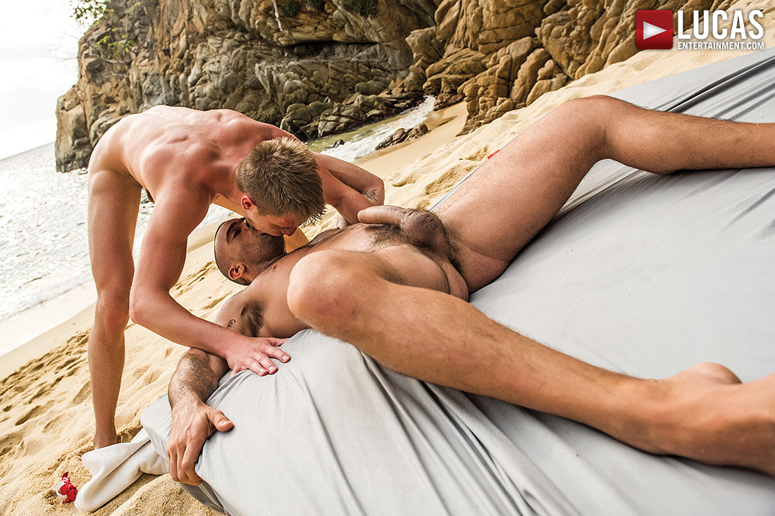 Damien Crosse Barebacks Bogdan Gromov's Ass - Gay Movies - Lucas Entertainment