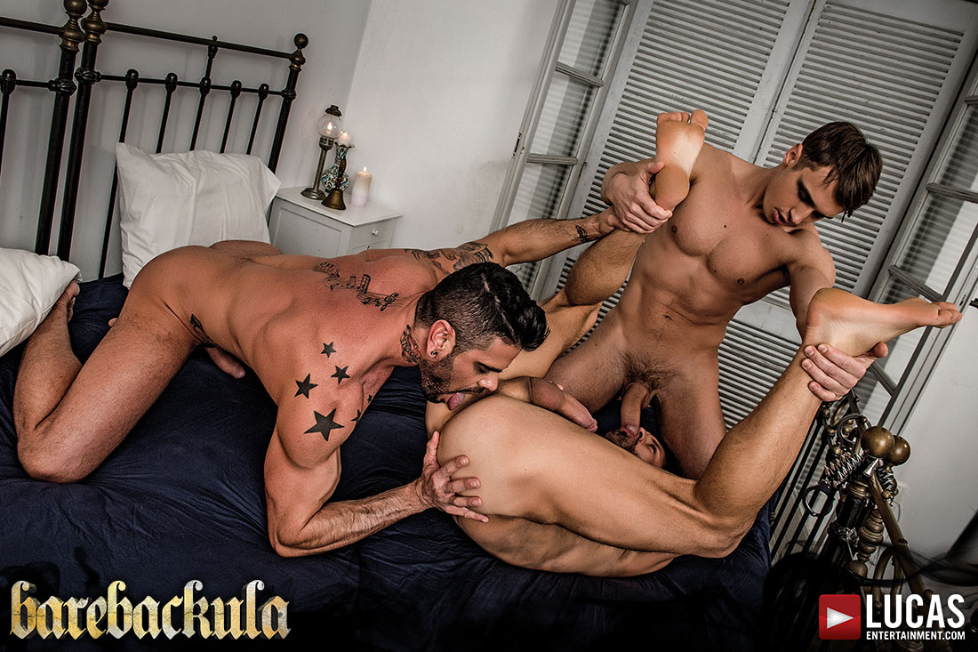 Barebackula Grants Jonathan Harder A Raw Threesome - Gay Movies - Lucas Entertainment