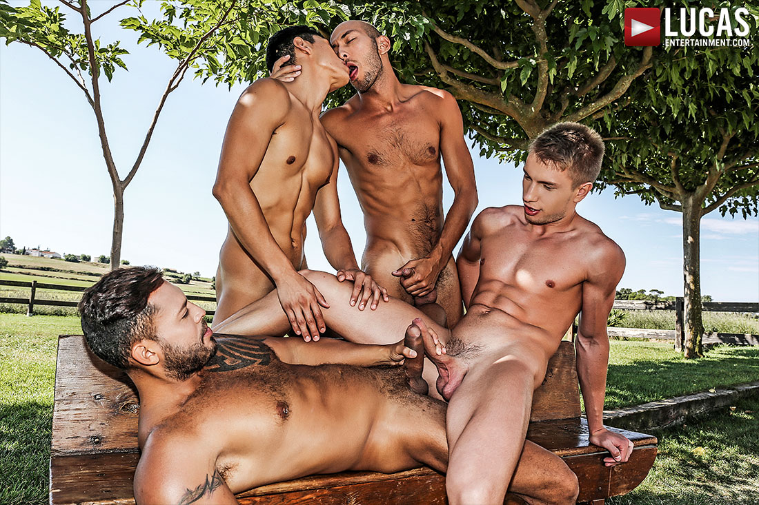 Viktor Rom, Ken Summers, Dominic Arrow, Bogdan Gromov | Bareback Double-Fucking - Gay Movies - Lucas Entertainment
