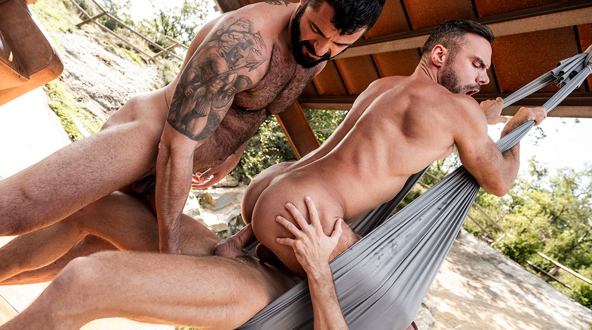 Unmerciful gay hunks in threesome getting dicksucked