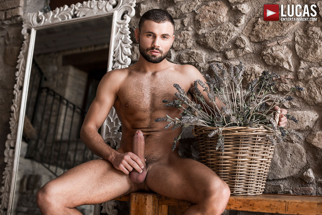 Behold The Masculine Beauty Of Jeffrey Lloyd